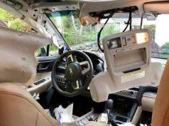 Мечка се качи в колата на американка в град Кантон, щата Кънектикът, и направи салона й на пух и прах, съобщиха местните медии. Инцидентът с
