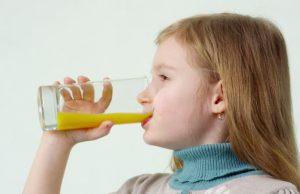 Австрийски учени установиха, че децата са изложени на 50 процента по-висок риск от напълняване, ако със закуската си консумират и плодови соко