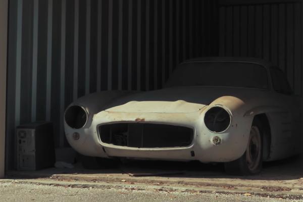 Водещият на популярното тв шоу The Barn Find Hunter Том Котър хвърли бомбата на сезона, след като представи един Mercedes 300SL, престоял 60 години в гараж
