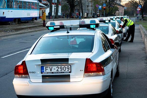 Два любопитни инцидента се разиграха в различни европейски държави в последните няколко дни. В столицата на Латвия – Рига, шофьор на Mazda се блъсна в Merce