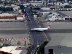 Летището на Гибралтар се смята за едно от най-опасните в света. За това има няколко причини: първо, това е едно от малкото летища, на които п