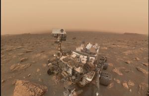 На изображението, споделено от Шон Доран във Flickr тази неделя, се вижда марсоходът Curiosity. Космическият апарат си е направил се