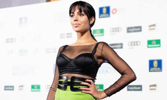 Джорджина Родригес беше безспорната звезда на моден форум в Гран Канария през изминалия уикенд. Приятелката