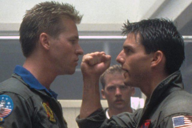 """Вал Килмър отново ще се изправи срещу Том Круз в дългоочакваното продължение на """"Топ Гън"""". В него опитният пилот Пийт Мичъл – Маверик"""