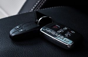 Почти всички съвременни автомобили автомобили се отварят и затварят с помощта на електронен ключ. В някои случаи на собственика д