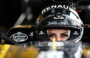 Асел Ал Хамад от Саудитска Арабия е първата жена в страната, която сяда зад волана на болид от Формула 1. Това стана факт, само ден след като