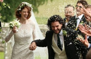 """Звездите от култовия сериал """"Игра на тронове"""" Роуз Лесли и Кит Харингтън си казаха """"да"""". Двамата актьор"""