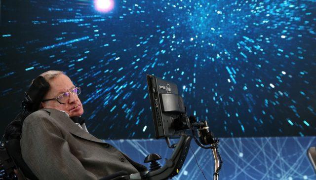 """Радиосигнал с """"послание на мира и надеждата"""" от покойния британски изследовател на черните дупки Стивън Хокинг, който почина през м"""