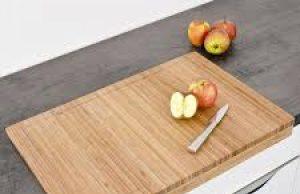 Едва ли сте подозирали, но дъската, върху която режете продукти в кухнята съдържа два пъти повече бактерии от тоалетната чиния