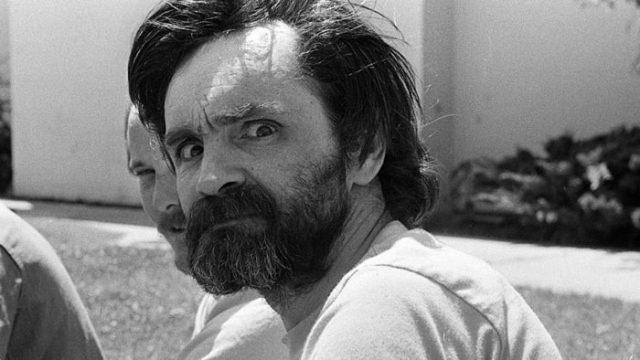 Лийв Шрайбър ще влезе в ролята на разказвач в нов документален филм на Fox, посветен на убийствата на членове на сектата на Чарлс Менсън, съоб