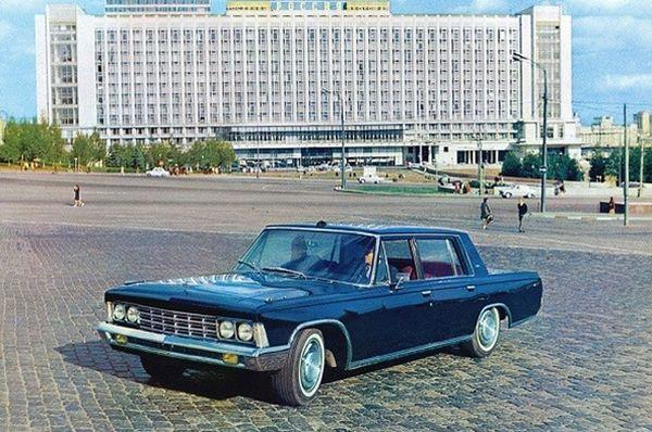 През 1928 г. ръководителят на бившия СССР – Йосиф Сталин, дава нареждане местната автомобилна промишленост да се превърне в конкуретн