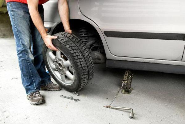 Много шофьори подценяват летния сезон, като смятат, че през него гумите не са толкова важни, както през зимата, пише