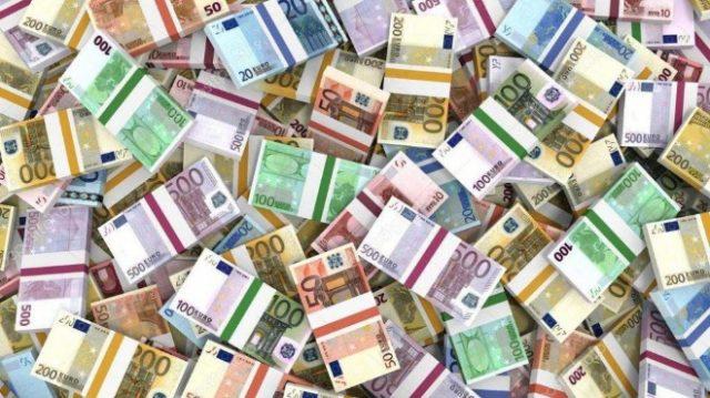 Жител на френския град Кан забравил в стар шкаф, който обявил за продан, спестяванията си, възлизащи на 180 000 евро. К