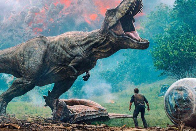 """Макар че двата нови филма този уикенд """"Сикарио 2: Солдато"""" и """"Uncle Drew"""" се представиха по-добре от очакванията, те не успяха да свал"""
