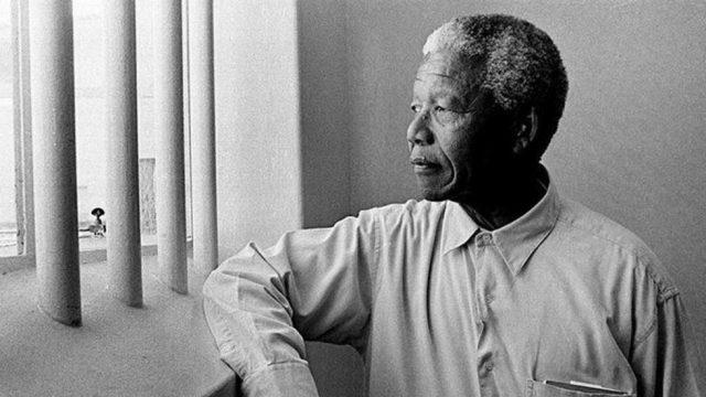 Една нощ в затворническата килия, където Нелсън Мандела е прекарал 18 години от живота си, е оценена на най-малко 300 000 щатски долара