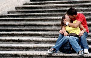 Днес е световният ден на целувката. Той е отбелязан за пръв път през миналия век във Великобритания, а през 1988 година е признат официално и от