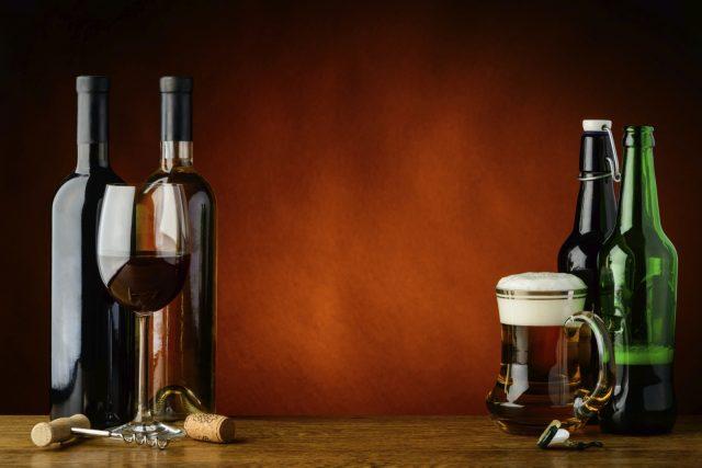 Мъжете могат да ликуват! Италиански учени доказаха сензационно, че бирата и виното са полезни. Изследването е проведено с участието на 323-ма мъ