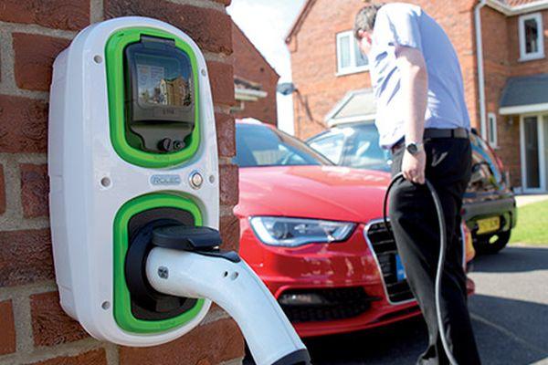 Всички новопостроени жилищни и офис сгради във Великобритания ще бъдат задължени да включват зарядни станции за електромобил