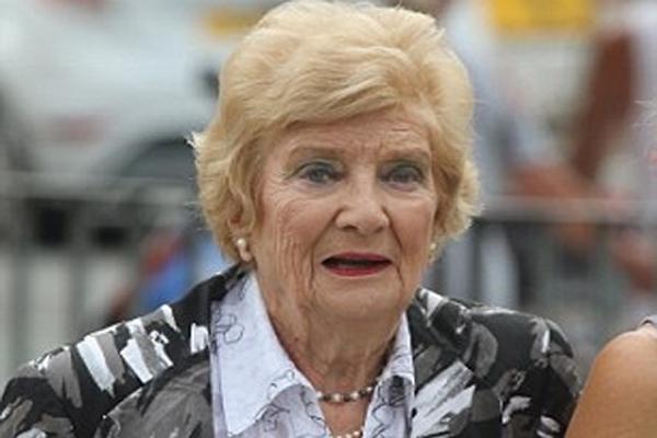 91-годишна дама е новият носител на рекорда за най-възрастен шофьор, хванат да кара пиян на територията на Великобритания. Поли
