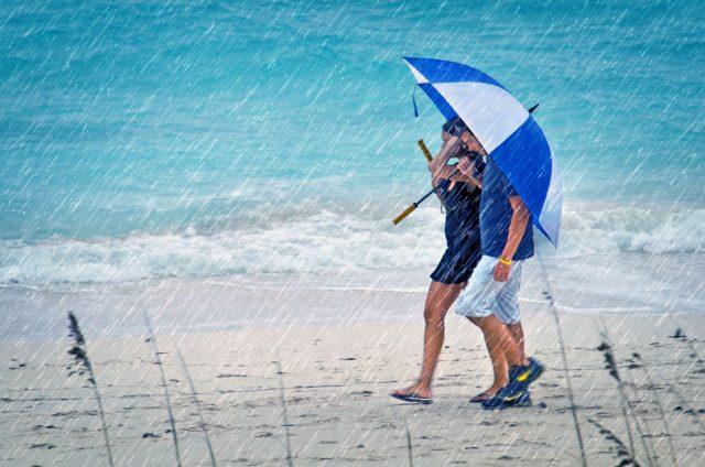 Плануваме почивката си на море или планина месеци по-рано, нямаме търпение да дойде и накрая започва да вали из ведро. И така цяла седмица. Нека бъдем реал