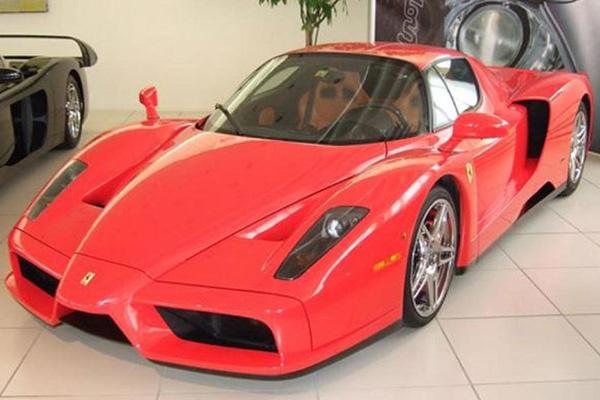 Екземпляр от един от най-редките модели суперспортни автомобили – Ferrari Enzo, отново излезе на световния пазар. Точно тази кола е още по-ц