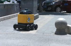 Роботи са готови да заменят доставчиците от плът и кръв. В Китай малки автономни роботи, които се придвижват върху колелца и са снабдени с джи