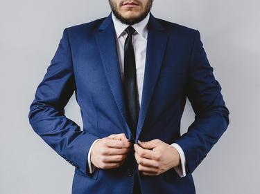 Лекари разказаха за вредата от носене на вратовръзка Носенето на вратовръзка влияе неблагоприятно на главния мозък, смятат лекари от германска