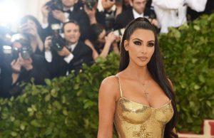 Риалити звездата Ким Кардашиян е заработила 5 милиона долара само за 5 минути при продажбата на новите си парфюми от бранда й KKW Beauty