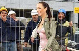 """Френският парламент одобри законопроект за въвеждане на глоби за непристойно поведение към жени, съобщи в ефира на радио """"Европа 1"""" държавният секре"""