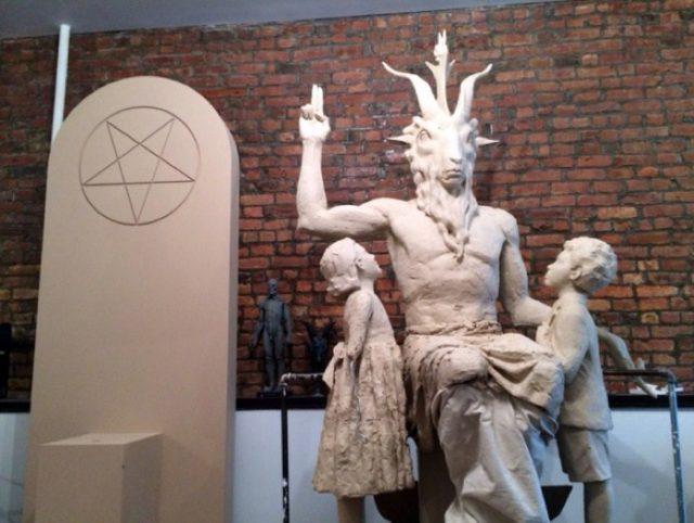 Статуята на Бафомет