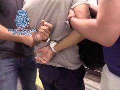 Арестуваха мъж, който снимал под полите на над 550 жени