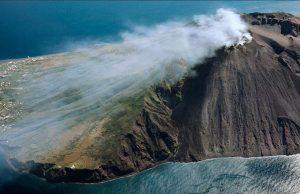 Вулканът Стромболи в Италия се активизира
