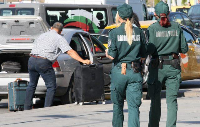 Четири български летища са получили сигнали за бомби