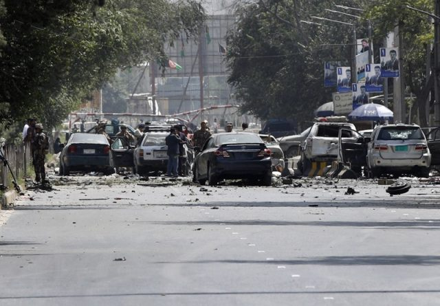 Кола-бомба в централен Кабул погуби 8 души
