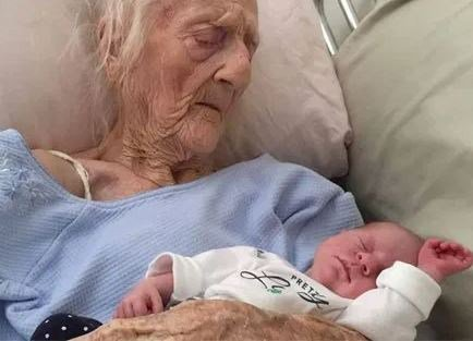 На 74 години индийката Ерамати Магаяма роди близначки