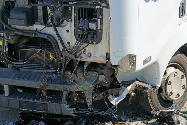 Осем души остават в болници след катастрофата между автобус и ТИР на АМ
