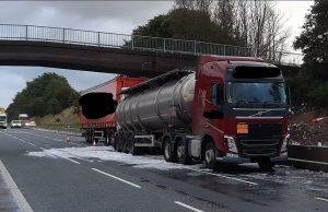 Разлив на джин затвори магистрала в Англия