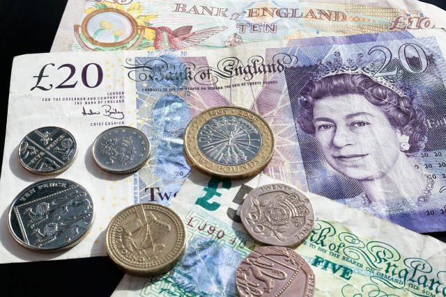 Британският паунд се срина под 1.20 долара