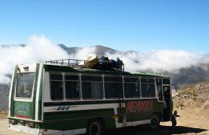 Пътнически автобус падна в 100-метрова пропаст в Перу