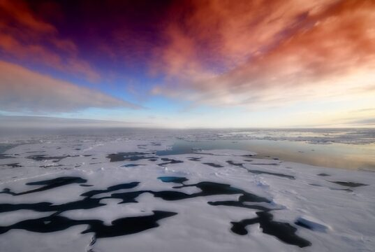 езеро под Антарктида