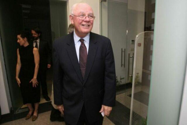 На снимката: бившият посланик на САЩ в България Джеймс Пардю